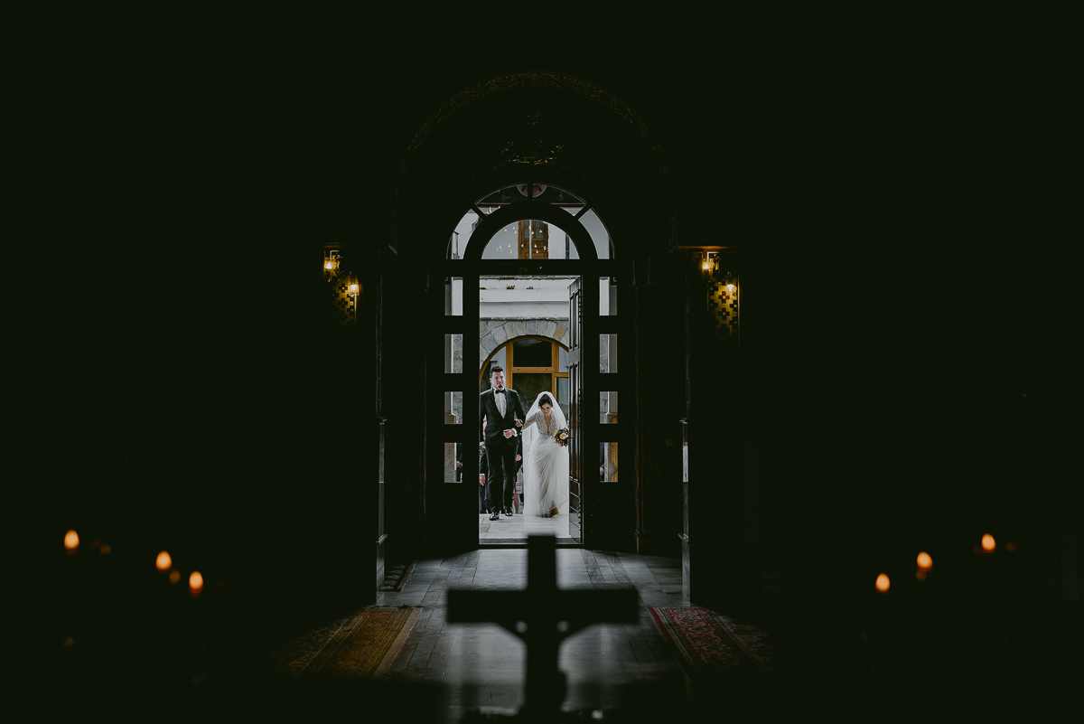 entering the church Hadar Chalet wedding photographer