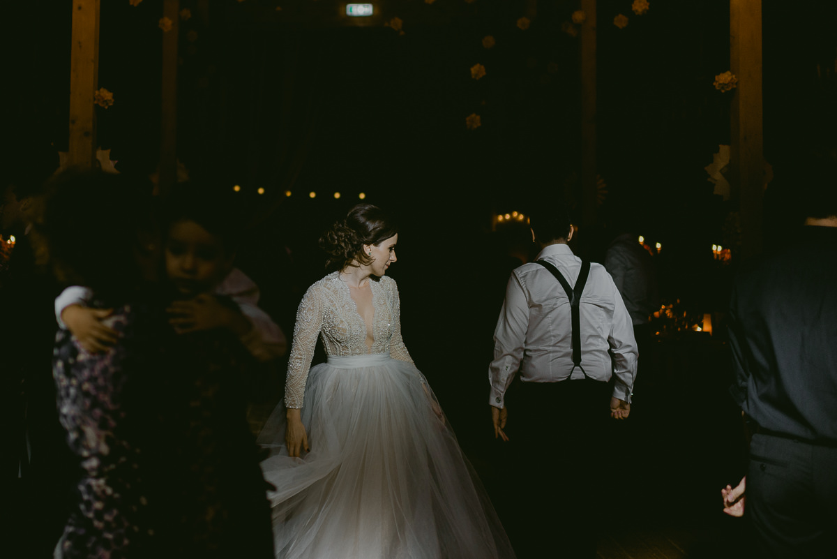 bride and groom dancing barn wedding Hadar Chalet Buzau